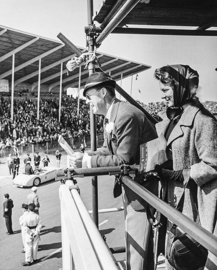 Prins Bernhard en prinses Irene op het circuit van Zandvoort tijdens de Grand Prix  in 1961. Beeld Hollandse Hoogte, Nationaal Fotopersbureau