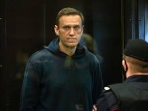 Navalny transféré à l'hôpital