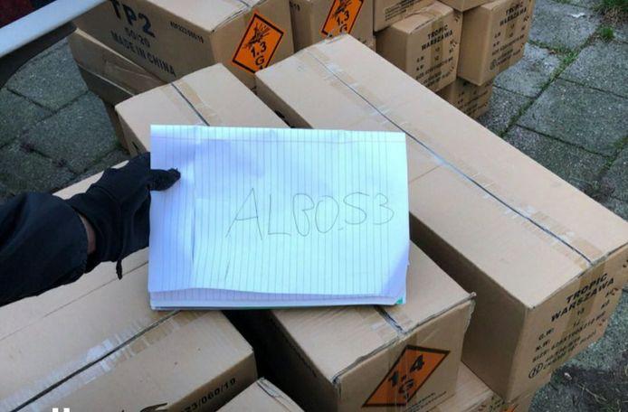 Een Twentse vuurwerkhandelaar die zijn handel aanprijst op Telegram.