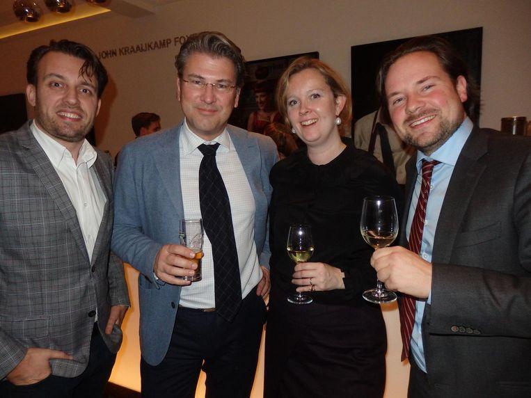D66-raadslid Jan-Bert Vroege, VVD-Kamerlid Daniël van der Ree, Siemkje Batenburg (Simmons & Simmons) en CDA-raadslid Diederik Boomsma. 'Eindelijk in Schuim!' Beeld Schuim