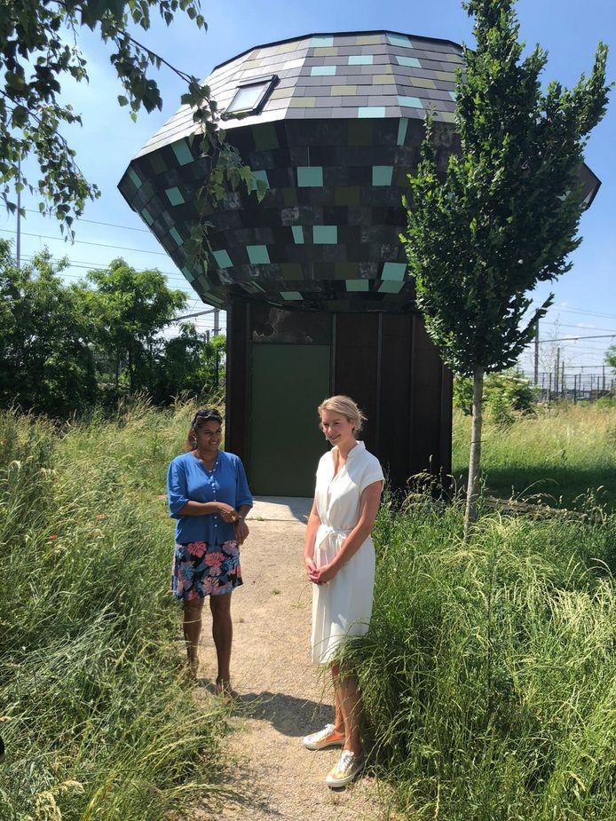 Beels en van Doesburg stelden hun plannen niet toevallig voor aan de Droomhut, een ontmoetingsplaats voor jongeren vlakbij het vaccinatiecentrum.