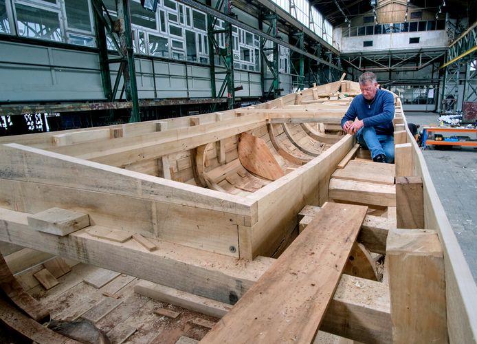 Het schip is vijftien meter lang en drie ton zwaar.