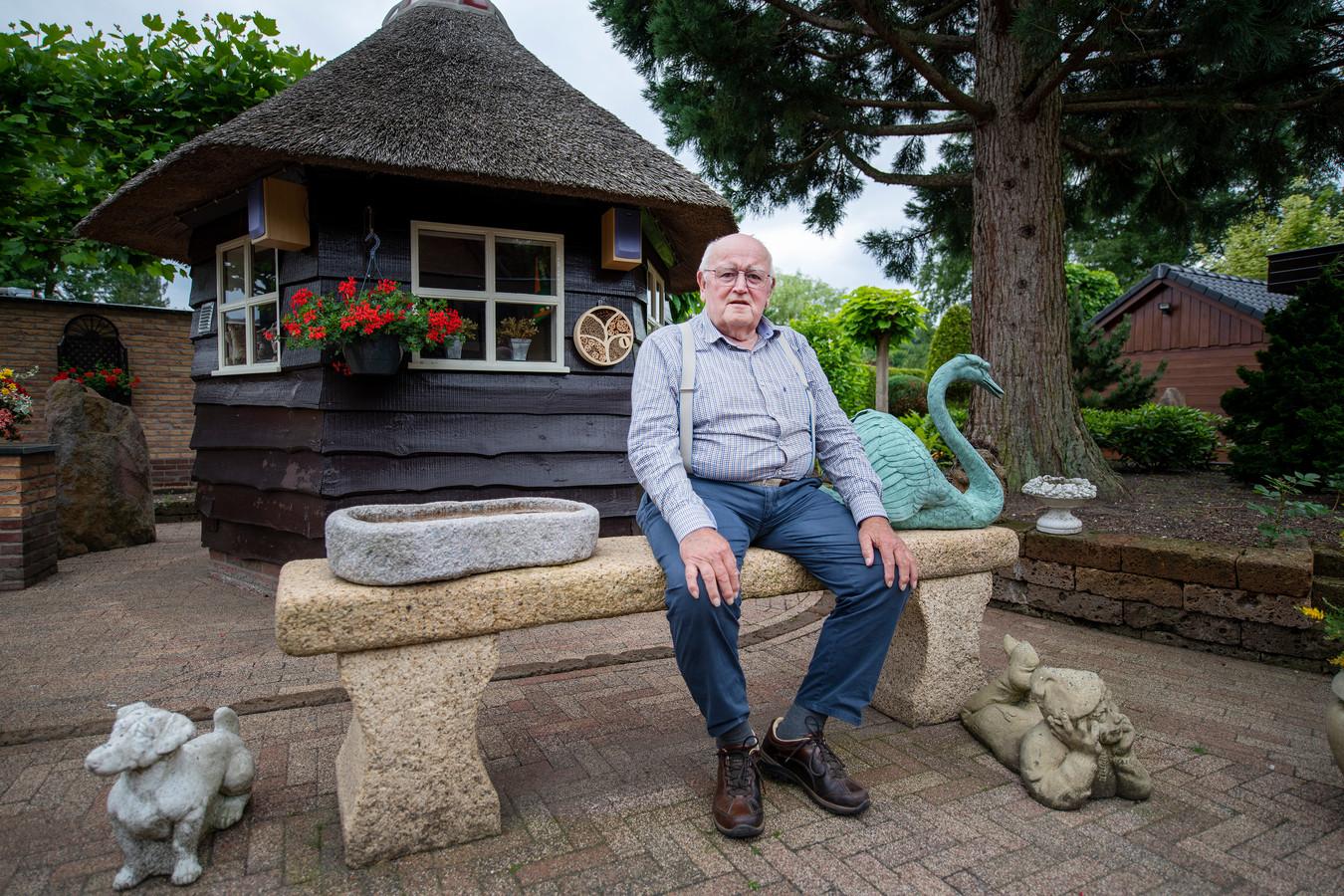 Cor Brinkman (75) ondergaat chemotherapie. Sinds kort hoeft hij daarvoor niet meer naar het ziekenhuis, maar krijgt hij de behandeling in gezondheidscentrum Beekpark.