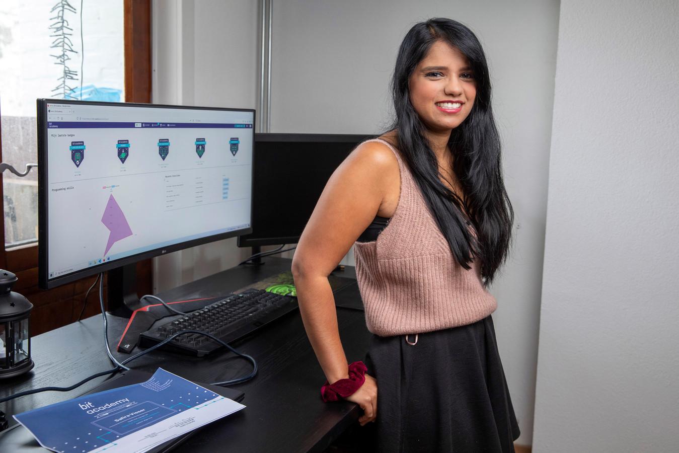 Safira Visser rondde in tien weken een versnelde opleiding tot fullstack developer af aan de Bit Academy.