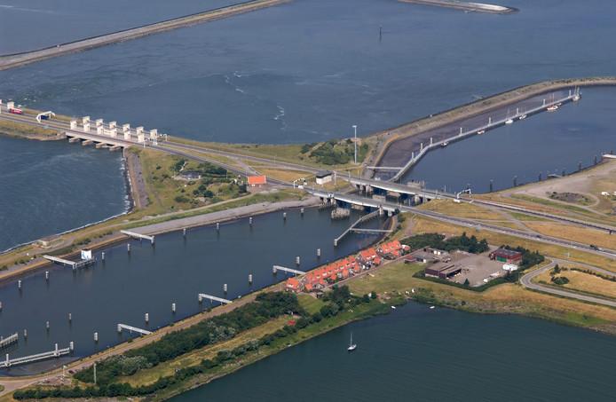 Afsluitdijk, Kornwerderzandsluis.