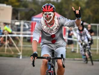 Jawel, dit is Sven Nys: hij rijdt 'Legends Race' in Waterloo als horrorclown