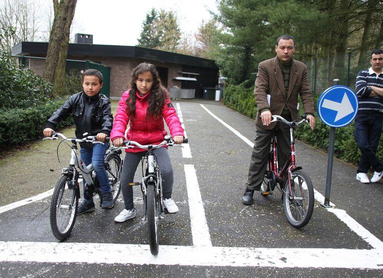 Abdul Wahid (43) en zijn kinderen Nizar (9) en Parisa (11) uit Afghanistan.