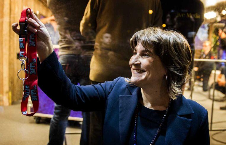 Met het sluiten van het Glazen Huis geeft minister Lilianne Ploumen, van Buitenlandse Handel en Ontwikkelingssamenwerking, het startsein voor Serious Request 2014. Beeld anp