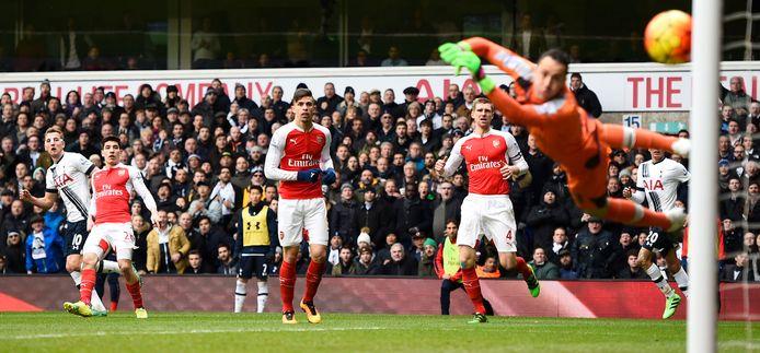 Harry Kane krult een van de meest memorabele derbygoals in het Premier League-tijdperk binnen.