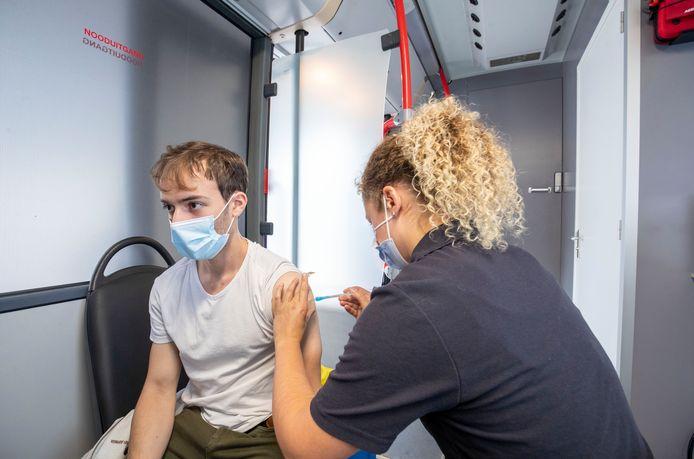 De vaccinatiebus van GGD Gelderland-Midden. Foto ter illustratie.