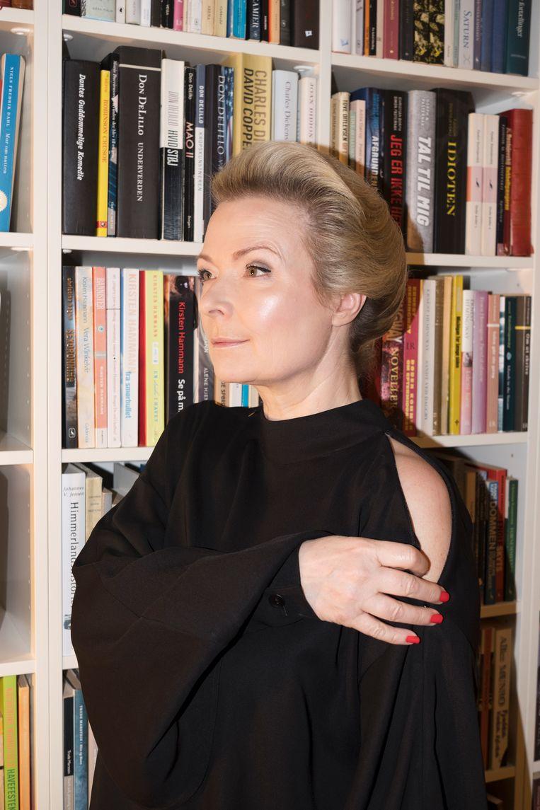 """Helle Helle: """"Ik kan niet over gevoelens schrijven. zoals ik er in het gewone leven niet over kan praten."""" Beeld Sarah Riisager"""