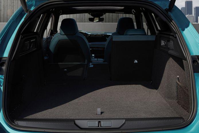De achterbank slikt minimaal 608 liter en beschikt optioneel over een in hoogte verstelbare vloer.