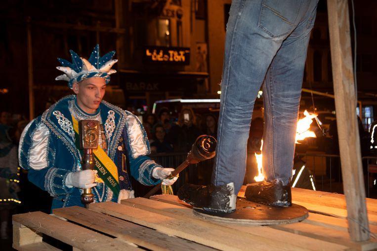 Archiefbeeld 2019: Prins Lolo neemt afscheid van Carnaval Wetteren 2019 met de popverbranding.