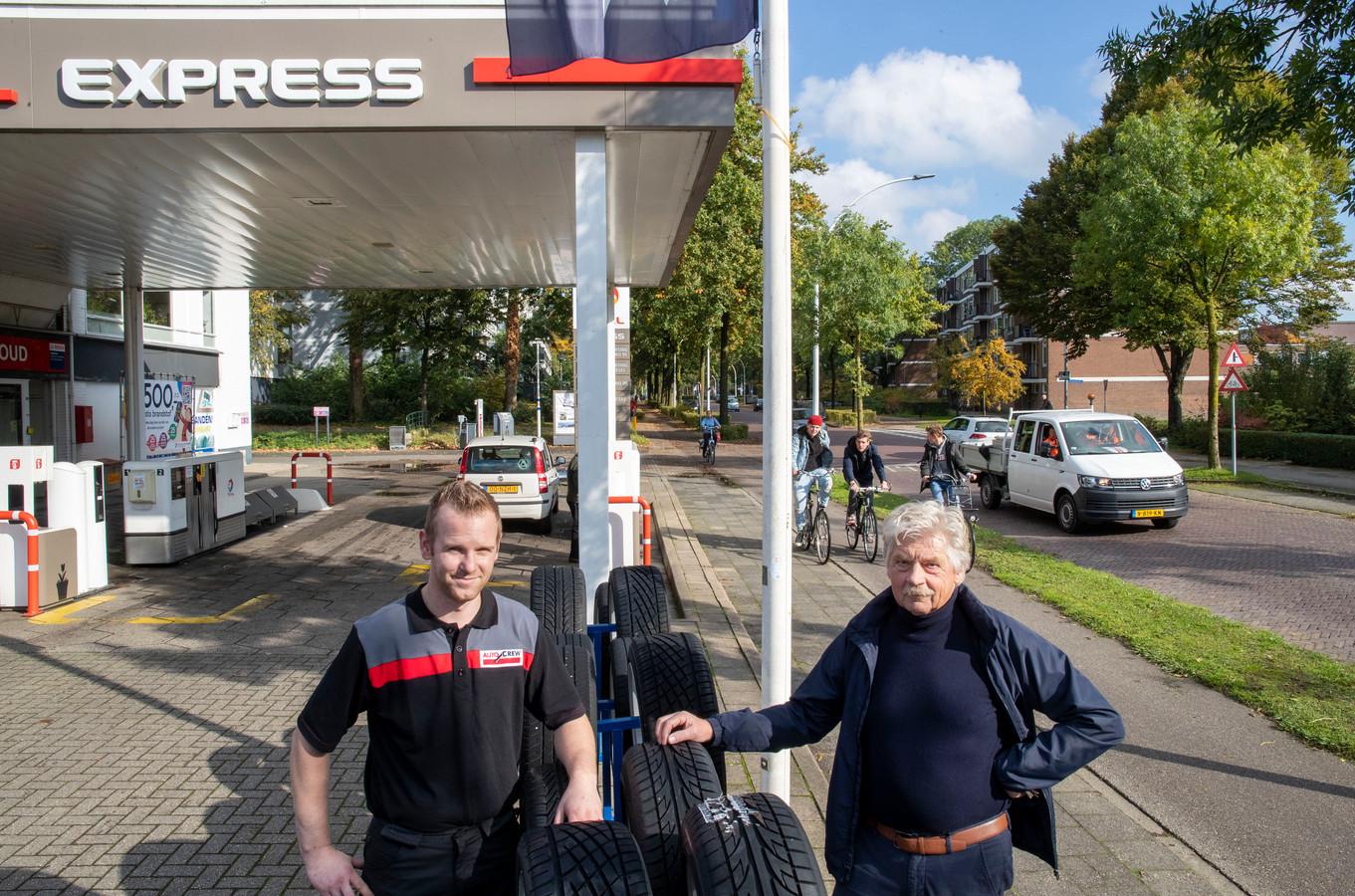 Frans van der Meer (rechts) en Tom Maes zien weinig heil in een fietsstraat in de Van Uvenweg.