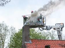 Brandweer uren druk met schoorsteenbrand in Tollebeek