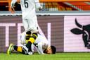 """Na zijn doelpunt maakt Mounir El Allouchi standaard een buiging. ,,Om god te bedanken."""" Hier na zijn treffer in Volendam."""