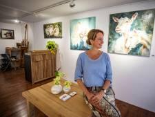 Denekampse (47) regelt binnen twee dagen haar eigen galerie in Ootmarsum: 'Kan er met mijn hoofd niet bij'