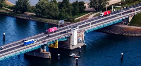 Transportsector vreest megafiles Haringvlietbrug: 'Wij betalen rekening materiaaltekort OM en politie'