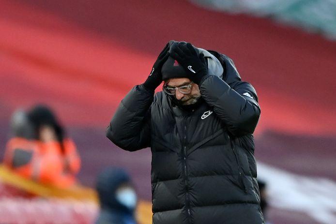 Jurgen Klopp reageert tijdens de wedstrijd tegen Manchester City.