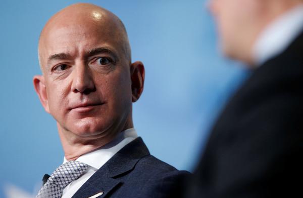 **Hij was al de rijkste man op aarde, nu is Jeff Bezos ook de rijkste man uit de geschiedenis**