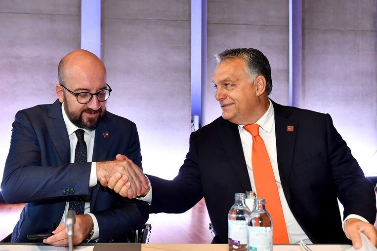 Premier Charles Michel en Hongaars premier Orban. Beeld Photo News