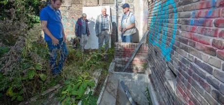 Broers Jap (82) en Henk (79) na 75 terug in schuilkelder onder kerk in Rilland