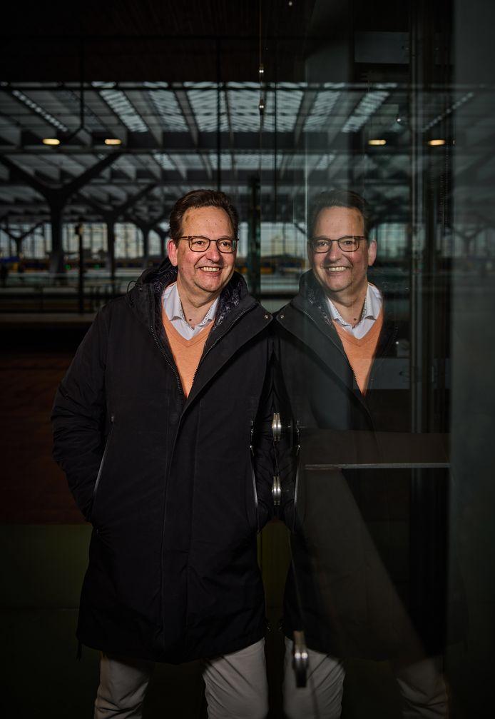 Hans van Leeuwen neemt afscheid als CFO van ProRail om meer tijd voor zijn gezin te creëren.