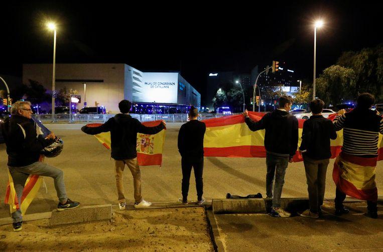 Voorstanders van de Spaanse monarchie hielden een tegenbetoging.