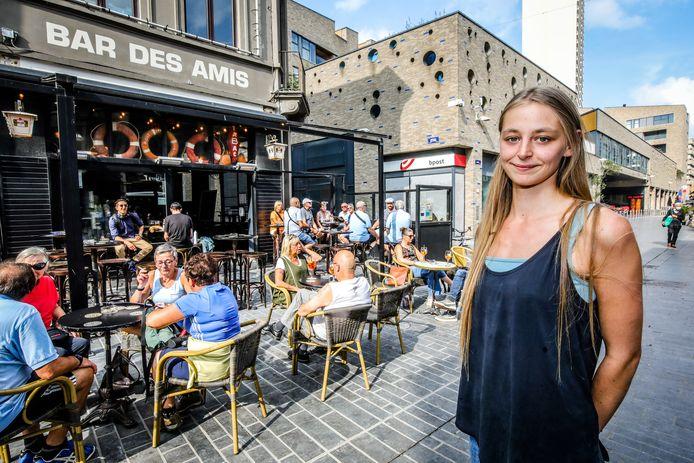 Terrassen te Oostende mogen langer blijven staan: Lizy Buyse van de bar des amis