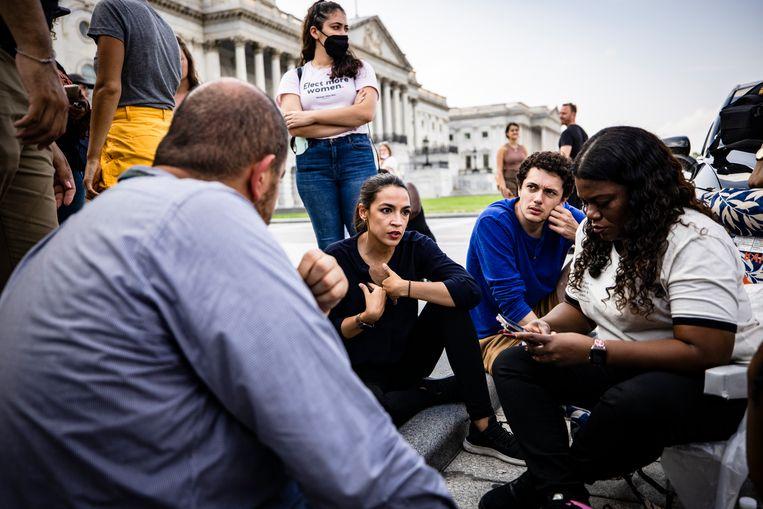 Afgevaardigden Alexandria Ocasio-Cortez en Cori Bush. Beeld Getty Images