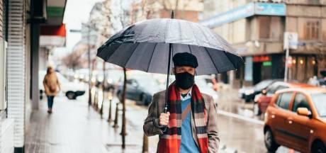 Porter un masque sous la pluie, qu'est-ce que ça change?