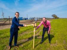 Losser en Kronos blij met zonnepark Overdinkel: 60.000 panelen liggen straks klaar voor de zon
