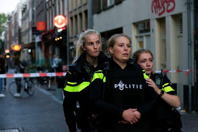 Politie op de plek van de schietpartij.