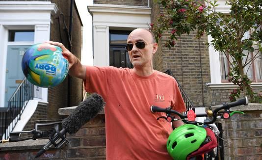 Dominic Cummings, opgewacht voor zijn woning in Londen.