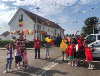 """En of hier Duivelsfans wonen: Vier mensen toveren wijk Rozenhof om tot waar Duivelsbastion .""""Hier hangt een kilometer aan tricolore vlaggen"""""""