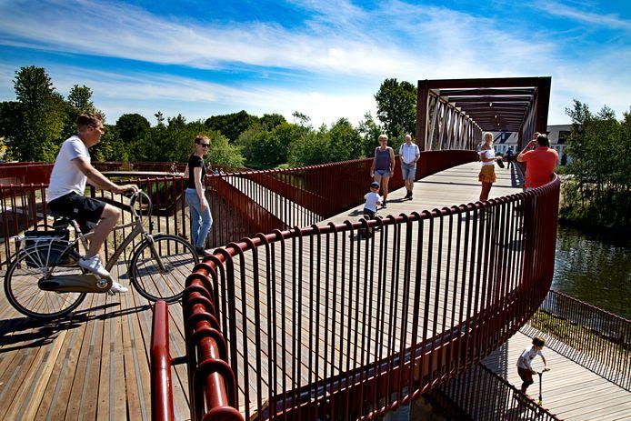 De fietsbrug over het Wilhelminakanaal in Oirschot.