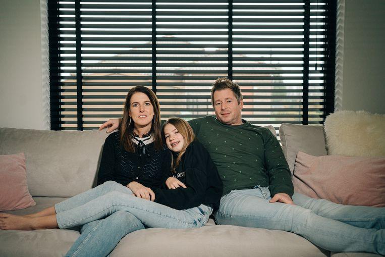 Esther Rayé met haar dochter en man. Beeld Wouter Van Vooren