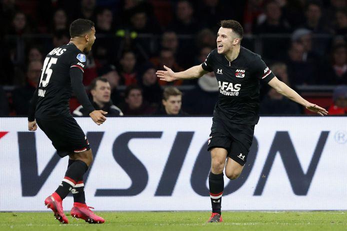 Oussama Idrissi juicht na zijn goal tijdens Ajax - AZ (0-2) op 1 maart 2020.