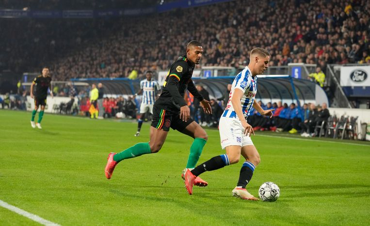 Battered Ajax wins competition resumption against sc Heerenveen