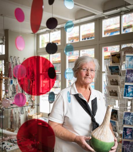 Diny de Kort uit Vught 50 jaar vrijwilliger voor Rode Kruis