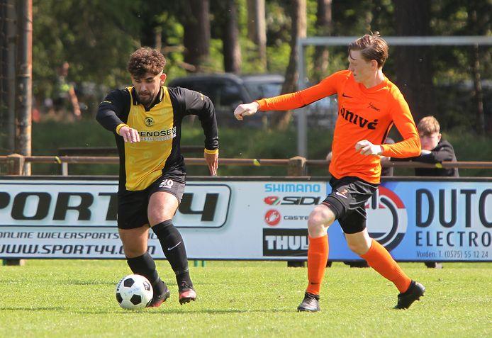 Musa Dagdelen mocht voor VV Vorden alleen de eerste helft tegen Voorwaarts in actie komen.