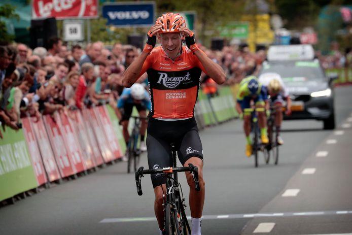 Taco van der Hoorn wint namens Roompot de derde etappe van de Binck Bank Tour
