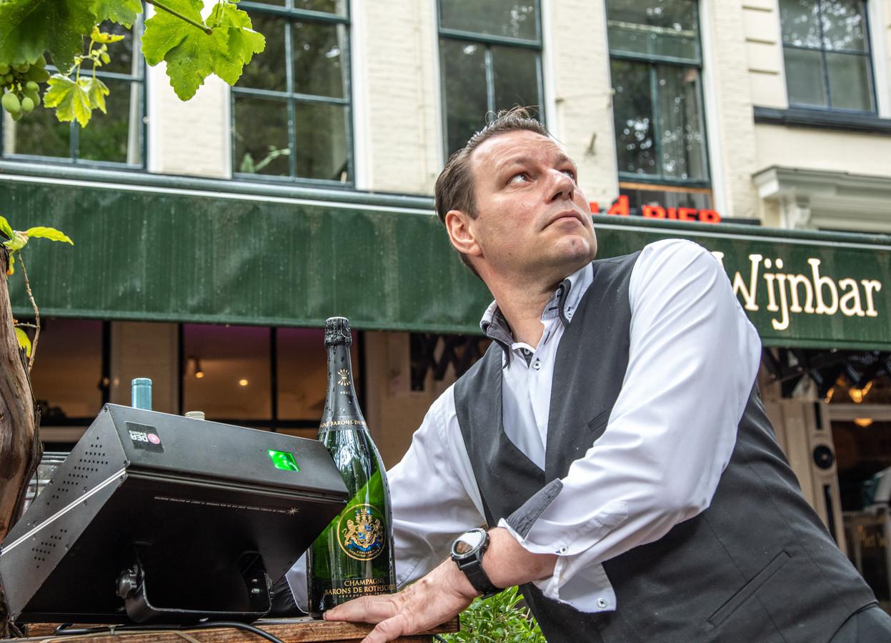 Arjan Broekman, eigenaar van het Wijnhuis in Zwolle: ,,Doneer aan de voedselbank!''