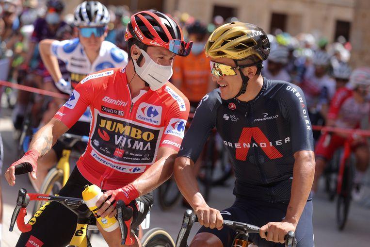 Primoz Roglic (links) en Richard Carapaz voor aanvang van de eerste etappe.  Beeld EPA
