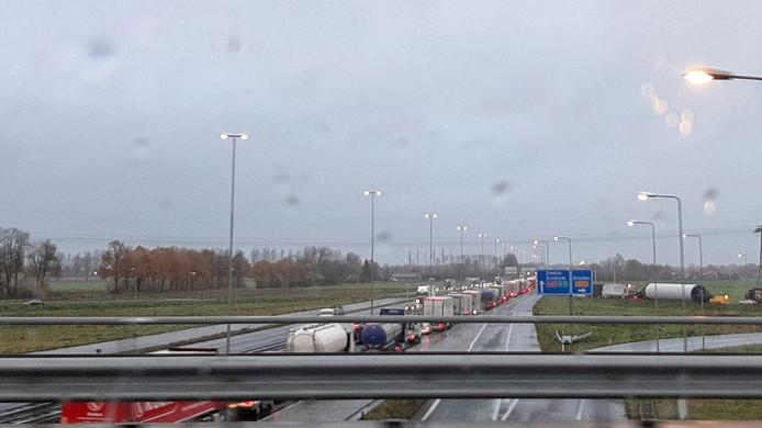 Stilstaan op de A50- bij Knooppunt Ewijk.