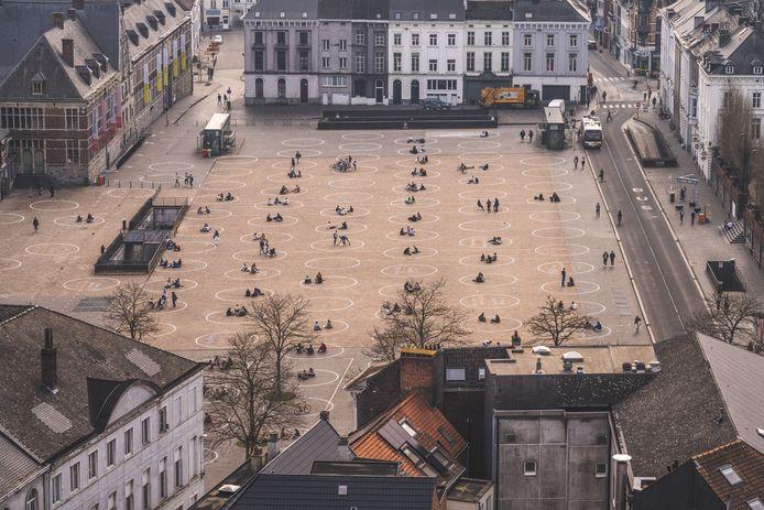 De cirkels op het Sint-Pietersplein waren al voorzien op versoepelingen, en zijn dus groot genoeg om er met 10 in te zitten.
