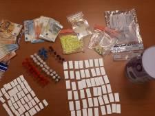 Man (20) uit Groningen aangehouden voor handel in verdovende middelen, drugs gevonden in zijn onderbroek