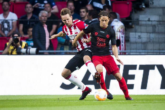 Giovanni Troupée was nog basisspeler tegen PSV in de eerste speelronde, toen FC Utrecht met vijf verdedigers speelde.
