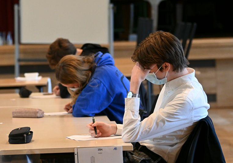 Leerlingen met mondkapjes op. Illustratiebeeld. Beeld Photo News
