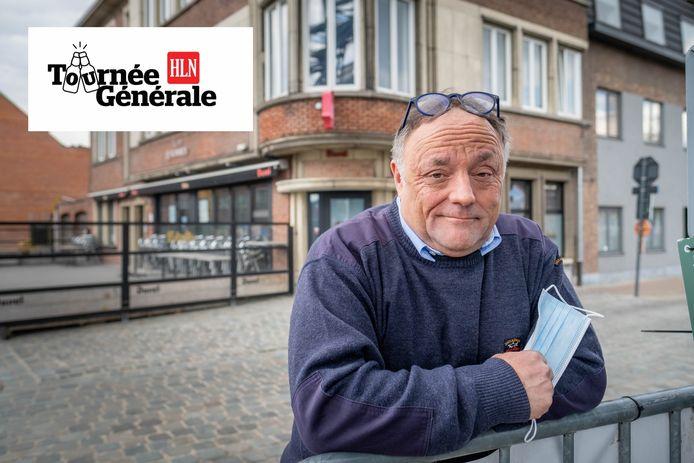 WILLEBROEK Viroloog Marc Van Ranst aan het terras van café 't Fabrik